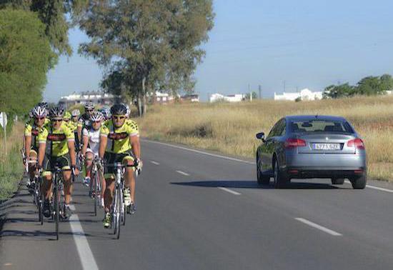 ciclistas en pararelo