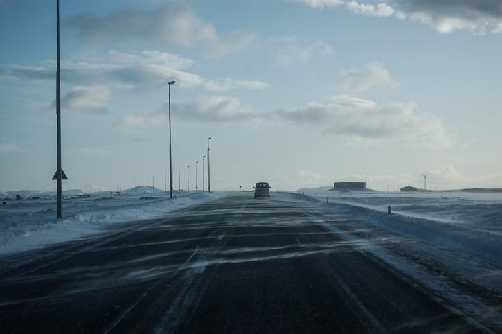 Carretera con placas de hielo