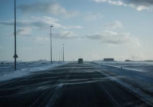 Estrada con placas de xeo